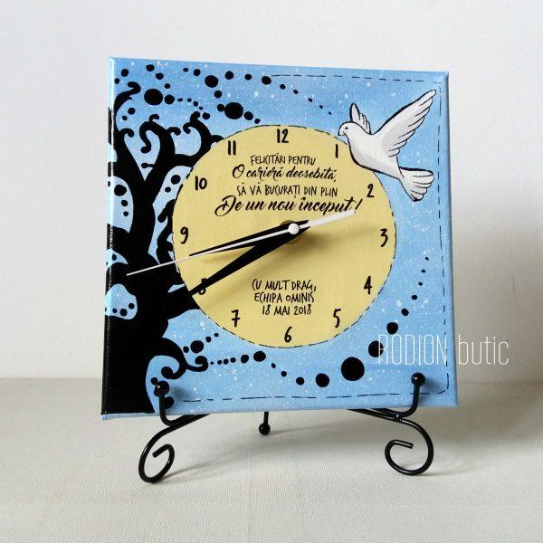 Ceas pensionare personalizat cu mesaj handmade pictat manual