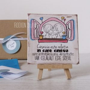 Magnet casnicie miniplacuta cu mesaj amuzant pictata manual cu mesaj