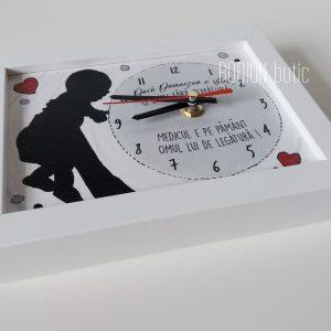 Ceas medic ginecolog personalizat cu mesaj handmade pictat manual