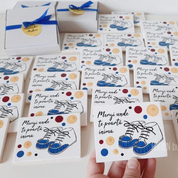 Marturii baietel botez personalizate handmade pictate magnetice