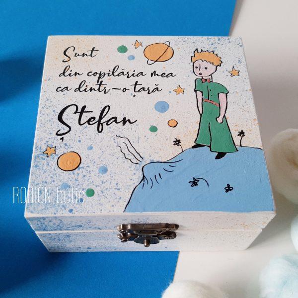 Cutie amintiri Micul Print pictata manual personalizata cu nume si mesaj