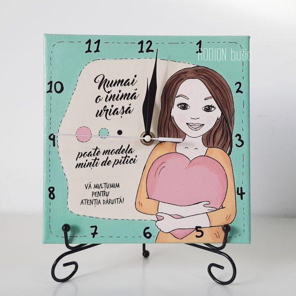 Ceas personalizat cu mesaj educatoare pictat manual pe canvas