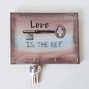 Cuier chei pictat manual cu mesaj love is the key