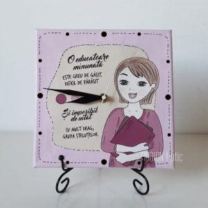 Ceas personalizat cu mesaj handmade pictat manual pentru educatoare