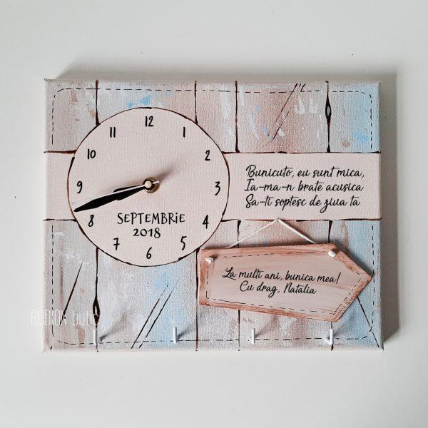 Ceas cu cuier bunica personalizat cu mesaj pictat manual