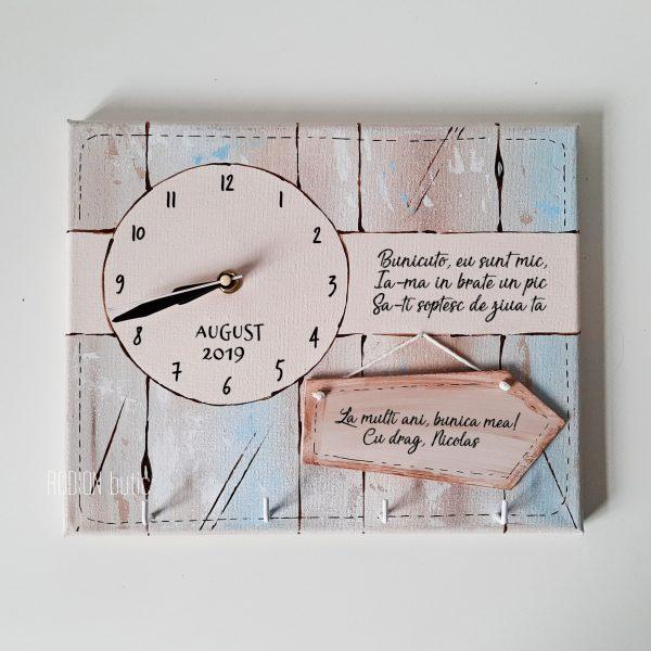 Ceas cu cuier pentru bunica personalizat cu mesaj pictat manual