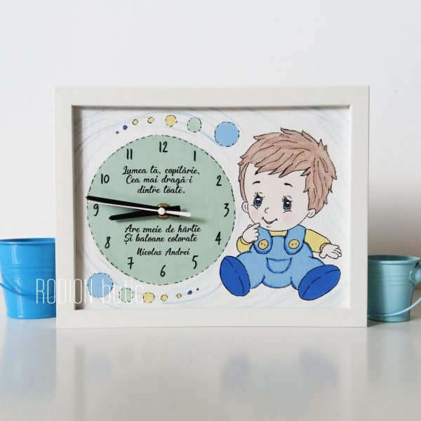 Ceas personalizat baietel handmade pictat manual cu mesaj