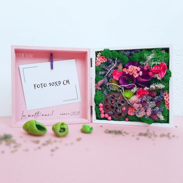 Flori in cutie pictata manual cu licheni stabilizati si rama foto