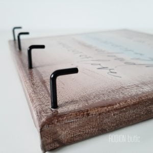 Cuier de chei pictat manual personalizat cu mesaj family